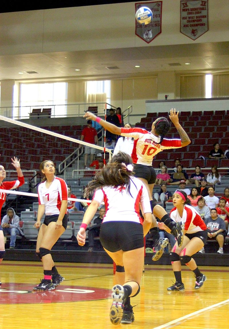 Lady Lobos volleyball