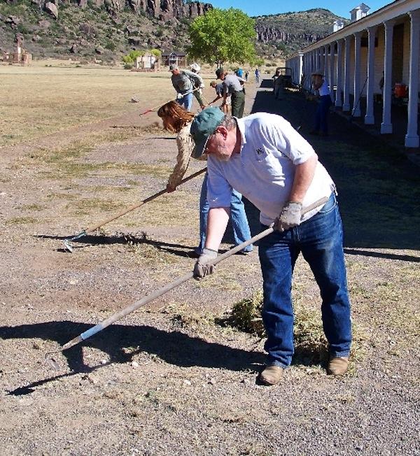 Fort Davis volunteers working 2009